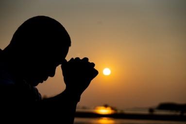 shadow-man-praying-thinking_40919-1113